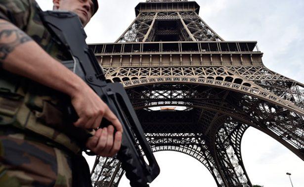 Fiscalía parisina investiga intento de atentado en Torre Eiffel