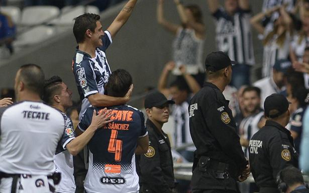 Monterrey gana el clásico y es súper líder