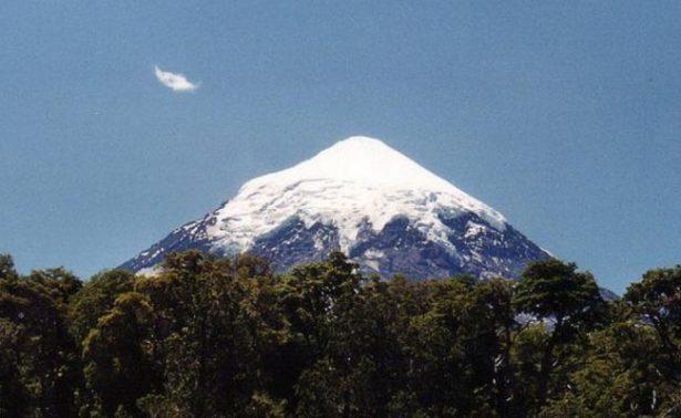 Declaran alerta amarilla por actividad del volcán Lanín, en el sur de Chile
