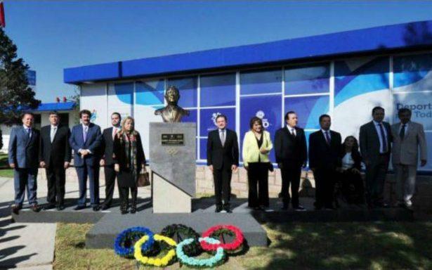 Busto de Don Mario Vázquez Raña es develado en el IED