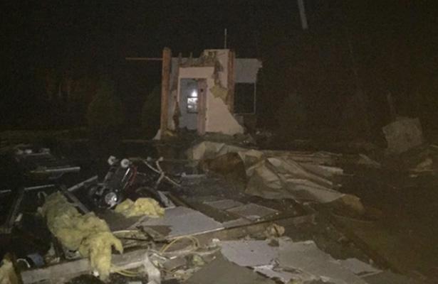 Tornados dejan cinco muertos y destrucción en Alabama y Tennessee
