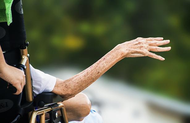 Denuncian en redes maltrato de ancianos en un asilo