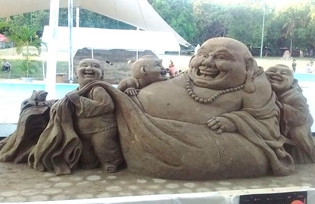 Inauguran exhibición de esculturas Arenando