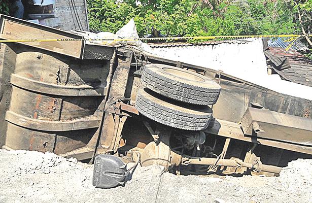 Muere niño de 5 años aplastado por camión recolector de basura