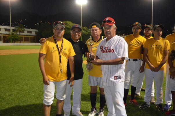 Gigantes ganó Torneo del Día del Beisbolista