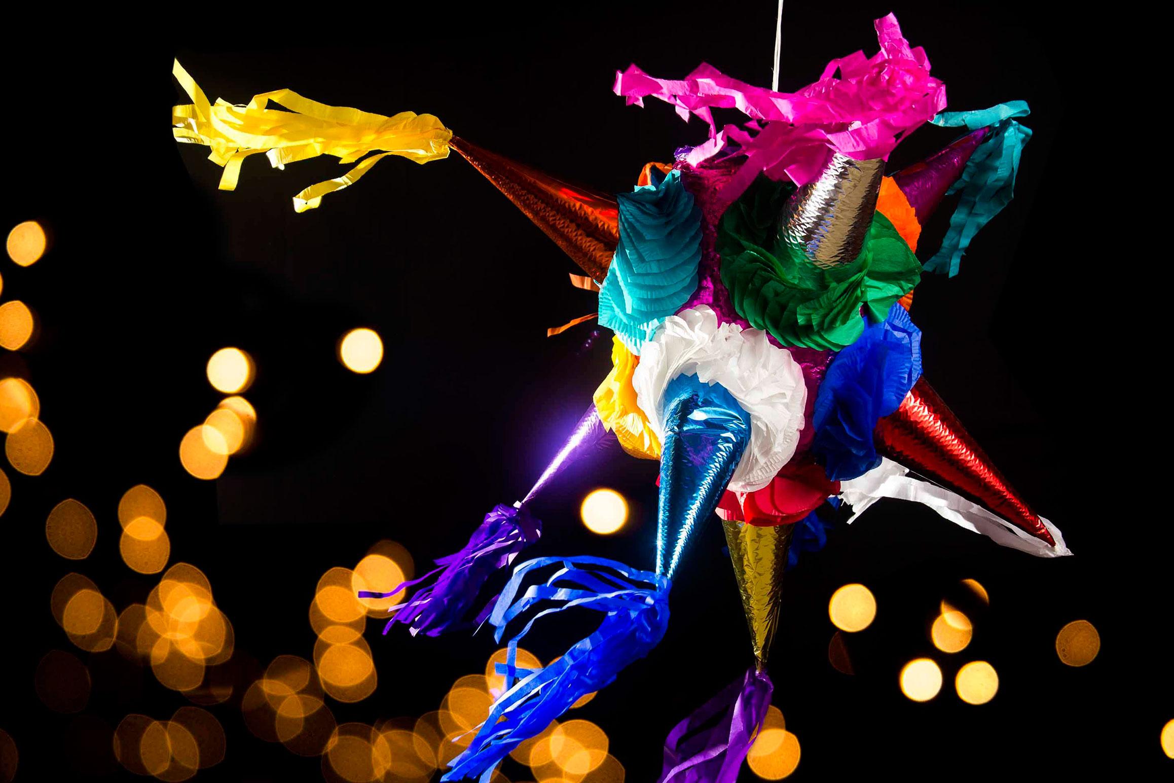 Resultado de imagen para Piñatas posada adultos