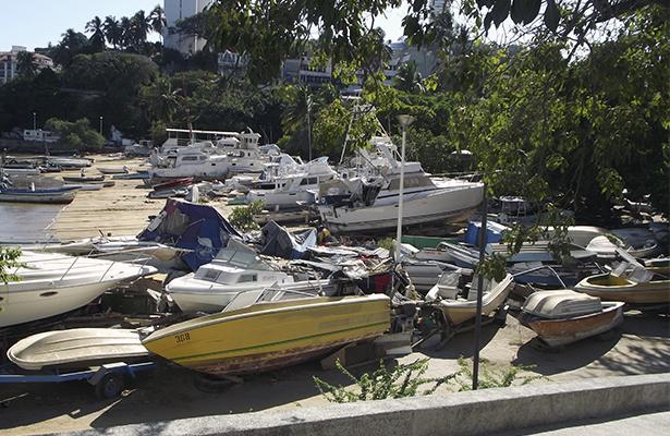 Profepa da 12 días hábiles para retirar embarcaciones abandonadas en muelle del Paseo del Pescador