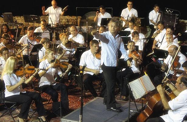 """El concierto de apertura incluirá obras de Johann Strauss, en el cual se incluyen sus famosos valses: """"La novia azul"""", """"El emperador"""", """"Las polcas"""", entre otros."""