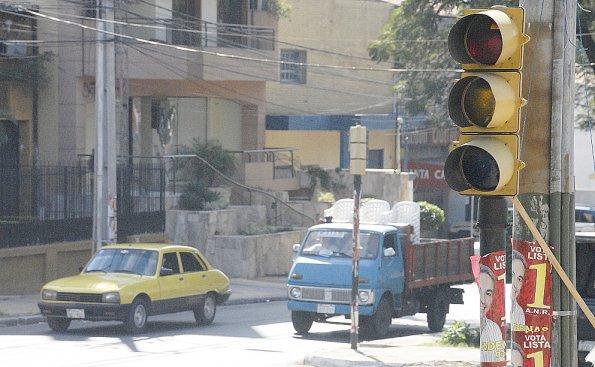 Otro retraso en reparación de semáforos