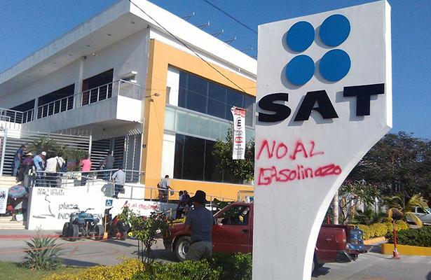 Toman instalaciones del SAT en Iguala