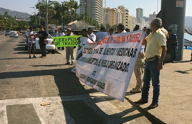 Nueva protesta en el Asta de la Bandera