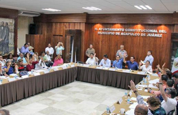 Comienza desbandada de regidores de Cabildo