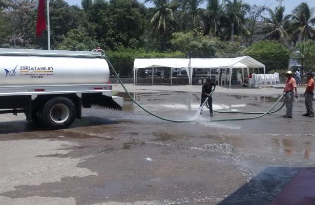 Desperdician miles de litros de agua para festejo del Día del Maestro