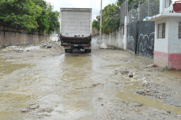 Obra inconclusa en El Roble causa problemas entre los vecinos
