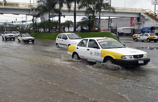 Usuarios de taxis colectivos consideran una burla el aumento al pasaje