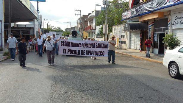 Marchan en Iguala para exigir la libertad del ex alcalde de Cocula