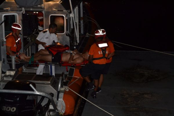 Rescatan a 4 de barco atunero; mueren 2