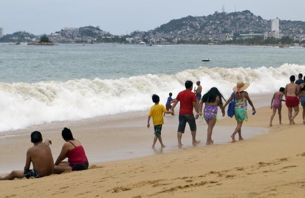 Alerta por mar de fondo en las playas de Acapulco