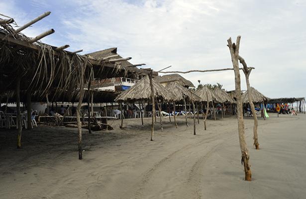 Mar de fondo deja pérdidas económicas a restauranteros de playa Bonfil