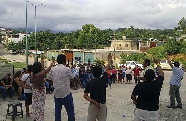 Critican locatarios modificación de plano del mercado en Ayutla