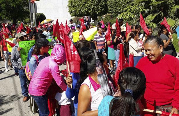 Antorchitas marchan y se instalan en plantón  en la capital del estado
