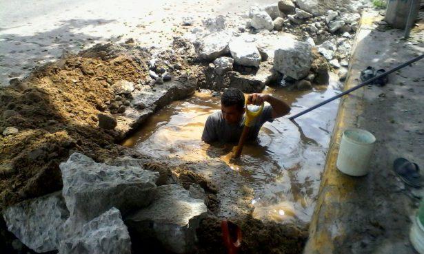 Desperdician cientos de litros de agua potable