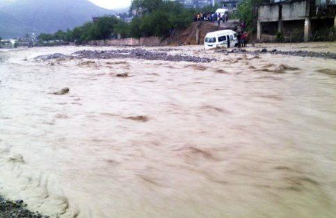 Solo se reportaron daños materiales hasta el momento debido al crecimiento del río.