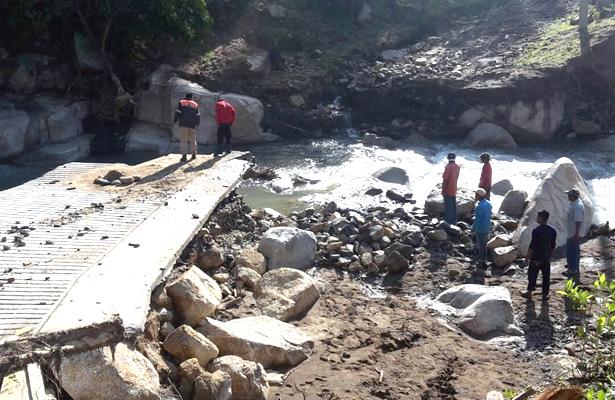 Inspecciona Protección Civil daños por inundación en Tixtla