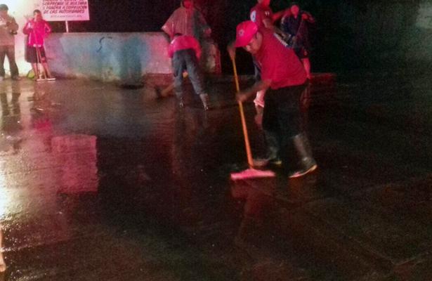 Dos casas afectadas por desbordamiento de arroyo Jaltipan