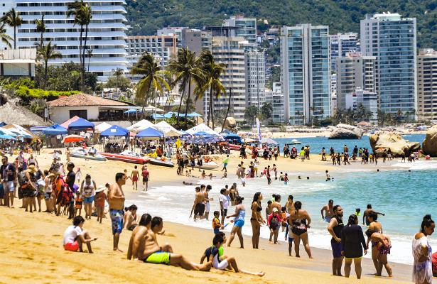 Playas de Acapulco e Ixtapa-Zihuatanejo están aptas para los bañistas