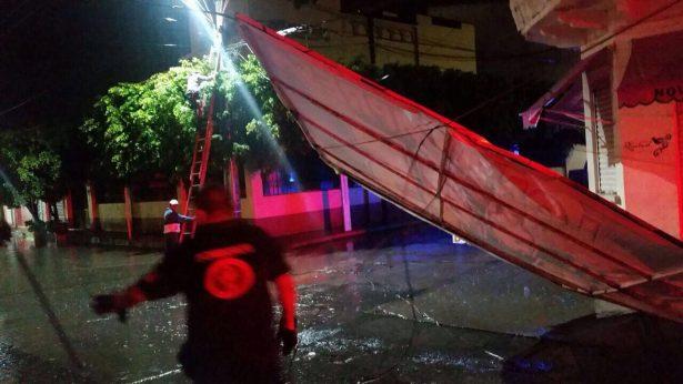 Dejan vientos y lluvias daños en casas y negocios de Iguala