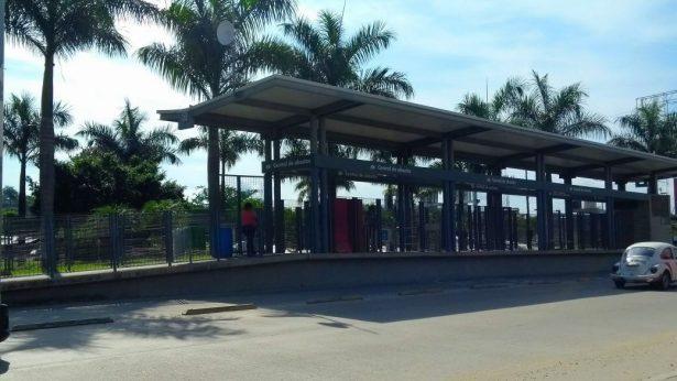 Por bloqueos, suspenden servicio del Acabus