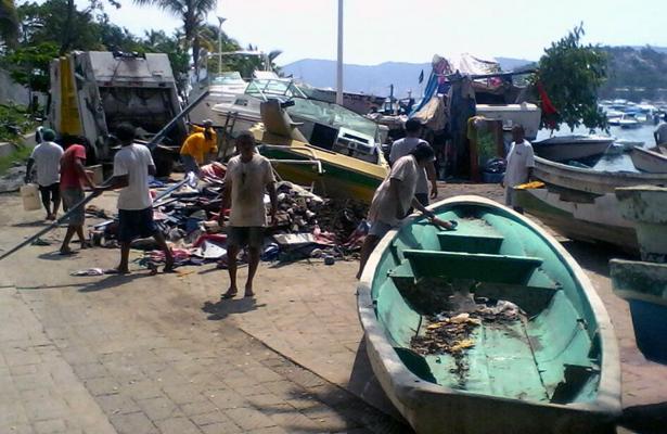 Retiran de playa Manzanillo 130 embarcaciones chatarra
