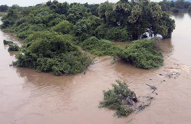 Preocupa a pobladores de Cruz Grande desbordamiento del río Tecualuya