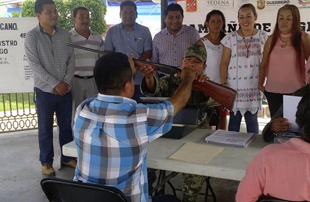 Instala el Ejército módulo de canje y registro de armas en San Luis Acatlán
