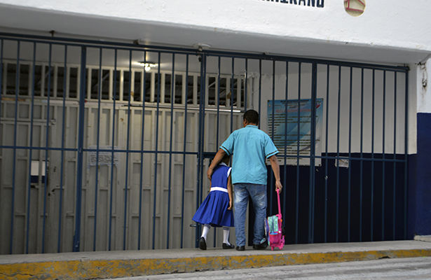 Por decreto de autoridades, más de millón 200 mil alumnos no tuvieron clases