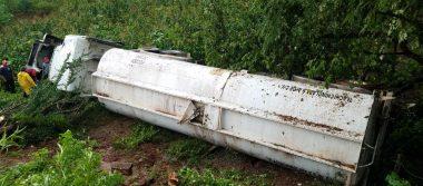 Vuelca pipa en la carretera Tlapa-Chilapa