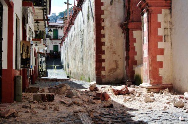 Evacuan a casi 2 mil personas en Taxco