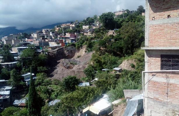 Deslizamiento de ladera afecta 17 casas en Chilpancingo