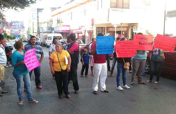 Damnificados bloquean avenida Ignacio Ramírez en Chilpancingo