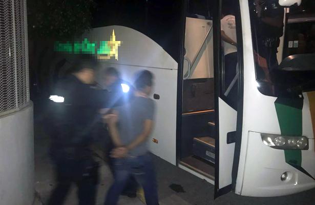 Trasladan a policías comunitarios detenidos al Centro de Justicia Penal en Acapulco