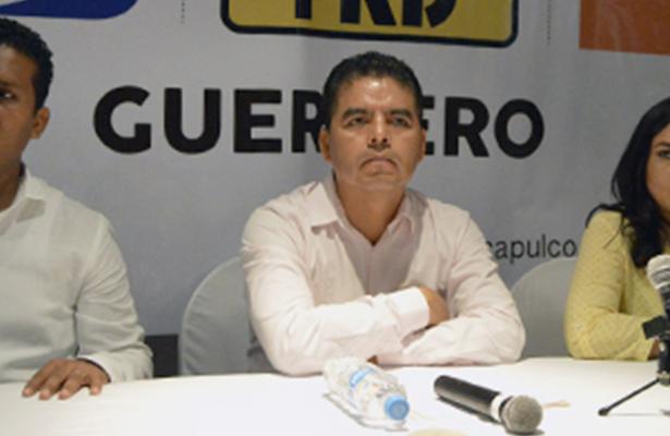 En la mira, los ediles de Acapulco y Zihuatanejo tras licencia de Leyva