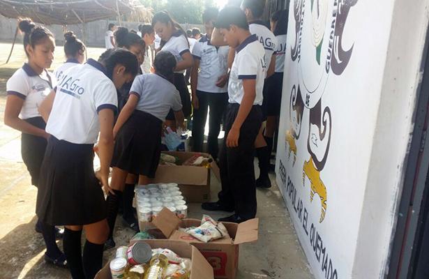 Instalan centro de acopio en la Preparatoria Popular de Atoyac