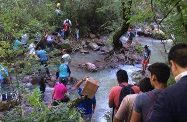 Deslizamiento de tierra provoca corte de circulación en la carretera Taxco-Cuernavaca