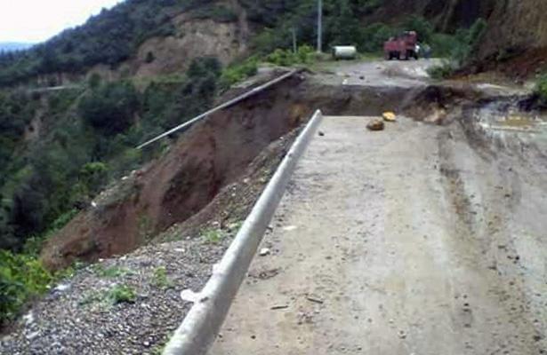 Lluvias provocan corte carretero en tramo Acatepec-Zapotitlán