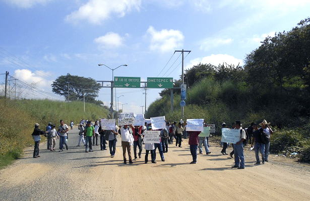 Bloquean carretera federal Acapulco-Ometepec por más de cuatro horas