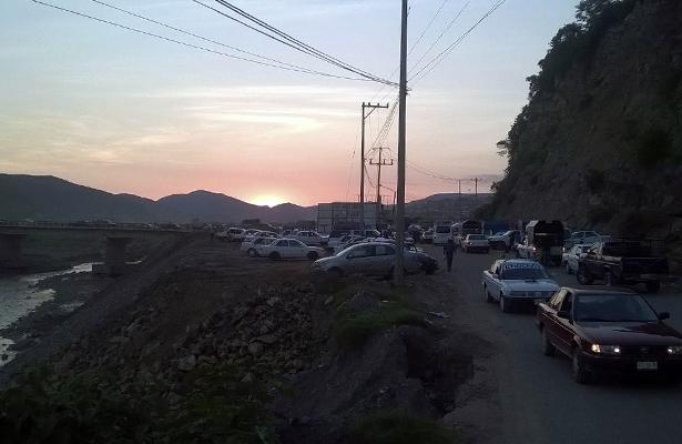 Mantienen bloqueo en la carretera Chilpancingo-Tlapa