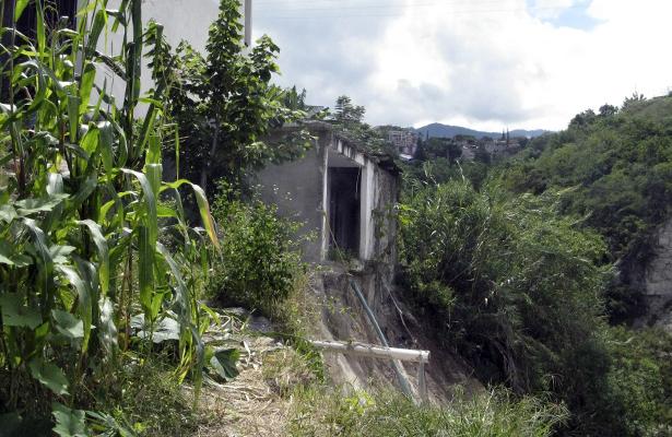 En riesgo de derrumbe ocho viviendas en Chilpancingo