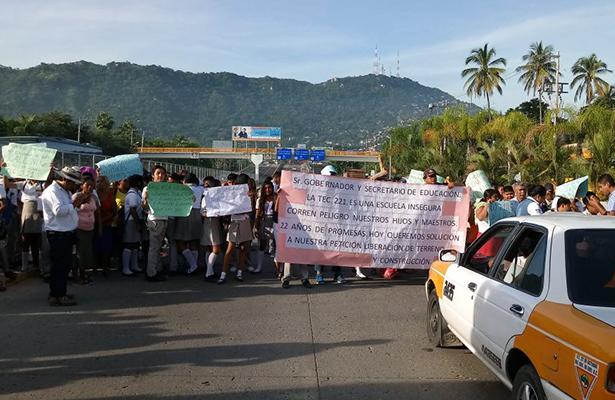 Bloquean por dos horas el bulevar Vicente Guerrero