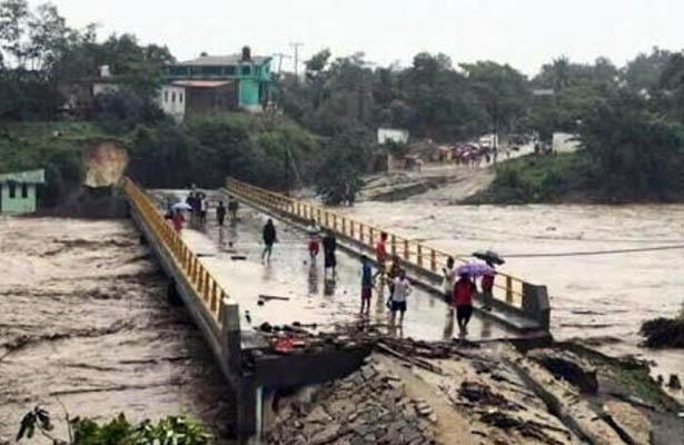 Aún esperan ayuda federal miles de damnificados en la Costa Chica